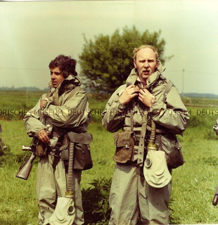 Kampfgruppen-Ausbildung oder -Übung im Gelände | Fotograf: Herrmann, Henry 1975/1989 (um)