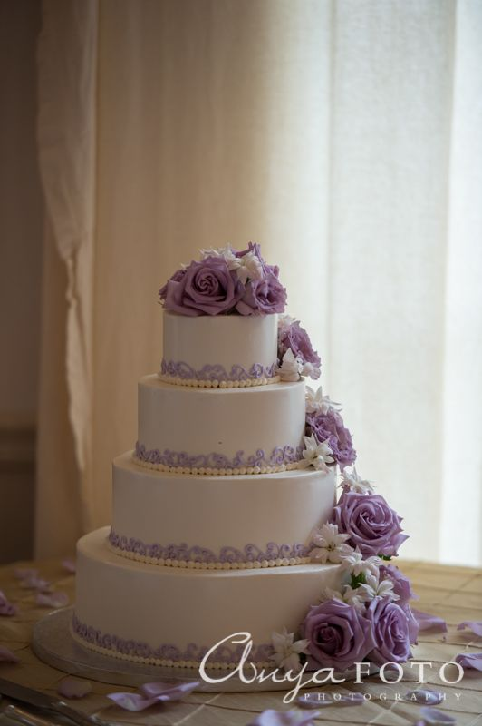 Love This Lavender Roses On Wedding Cake