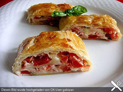 Schinken - Tomaten - Mozzarella - Strudel, ein sehr leckeres Rezept aus der Kategorie Snacks und kleine Gerichte. Bewertungen: 122. Durchschnitt: Ø 4,3.