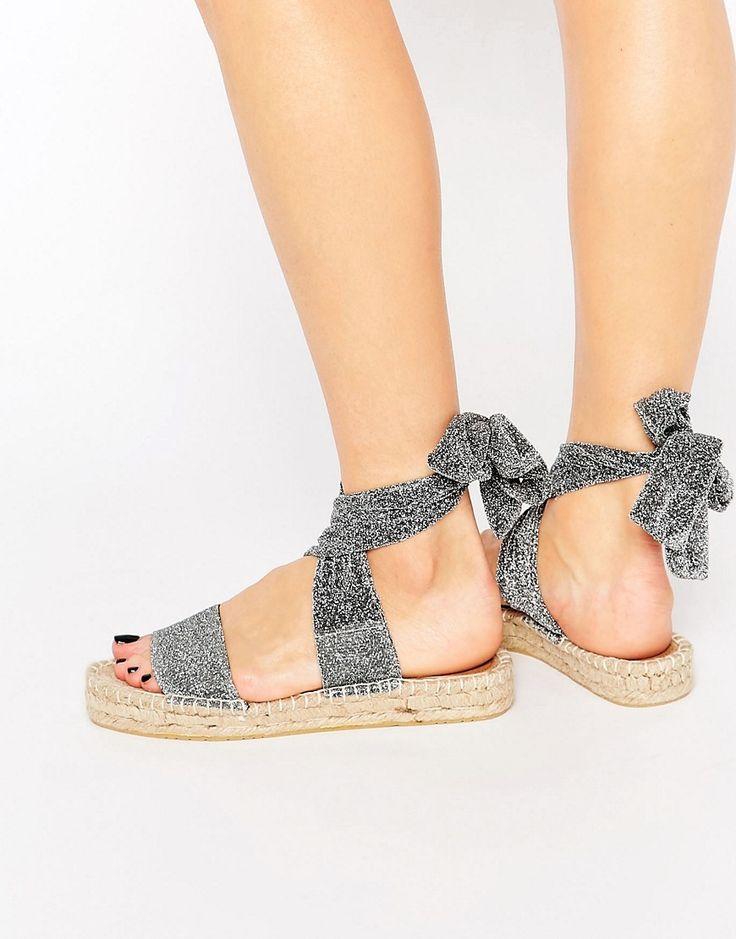 Imagen 1 de Sandalias tipo alpargatas con diseño atado a la pierna JASMINE de ASOS