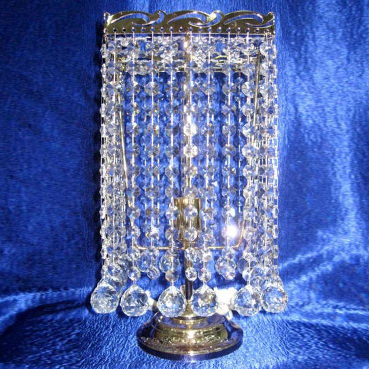 Настольная лампа Престиж - Шар 30 с прозрачными подвесками, выполненными из гусевского хрусталя, что придаёт неповторимую игру света. Цвет фурнитуры на выбор - золото или серебро. Оборудована выключателем на проводе. Хрустальная настольная лампа Престиж - Шар 30 изготавливается в Гусь-Хрустальном по классическим технологиям. Она отлично будет смотреться в спальне или на рабочем столе.