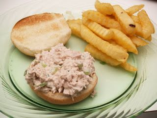 Do you love tuna sandwiches? This is how my husband and I make them and they are delicious! 2 cans tuna, drained1/2 cup ranch dressing1/2 cup chopped celery1/4 chopped green onionHamburger buns Toast the hamburger buns in your toaster. Combine the other ingredients and stir until well mixed. Spoon onto buns and devour you tasty …