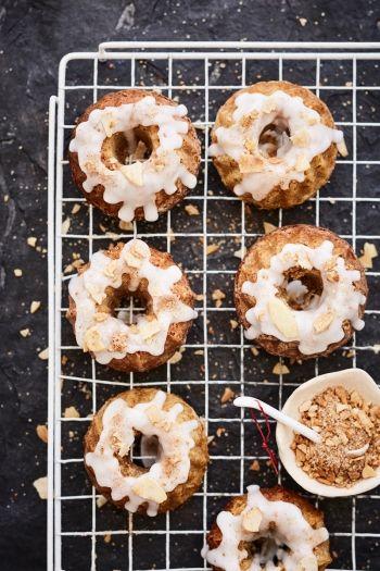 Hot Cross Mini Bundt Cakes recipe on www.nomu.co.za