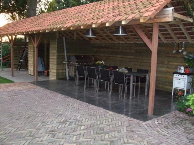 Overkapping afwerken met oude dakpannen.