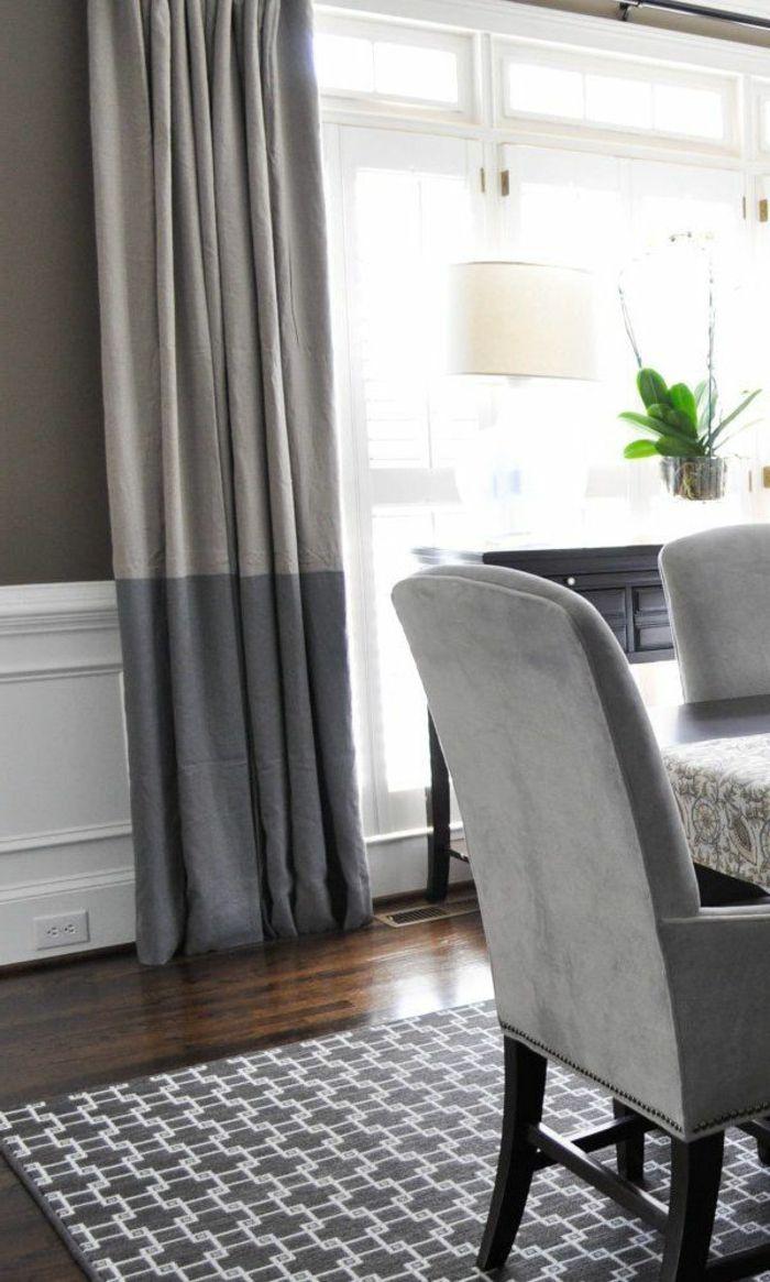 les rideaux occultants de couleur gris foncé, rideaux ikea, lampe blanche