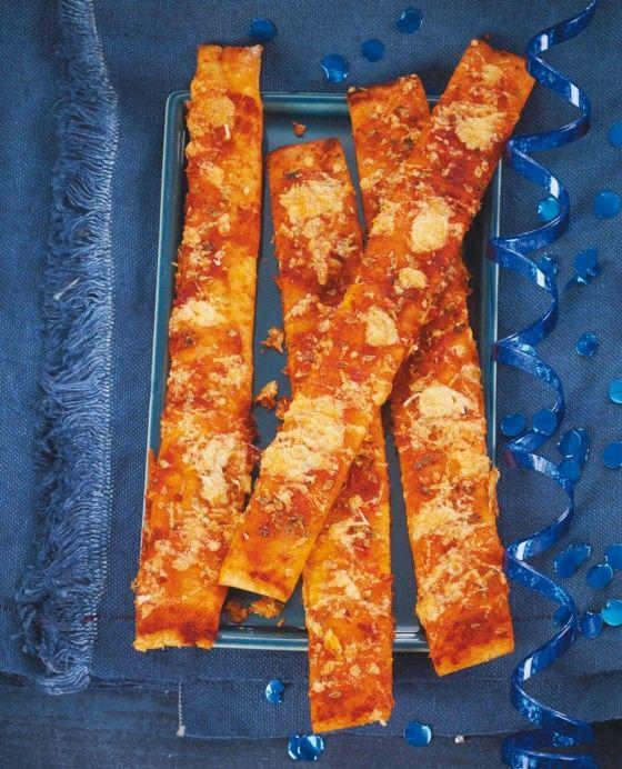 Wie du deine Gäste bei der Stange hältst? Mit diesen Hefeteigsticks: tomatig, würzig, hitverdächtig!