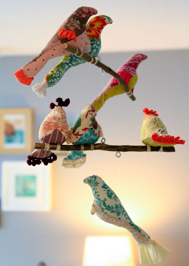 DIY bird mobile (http://www.spoolsewing.com/blog/2008/05/16/bird-mobile/)