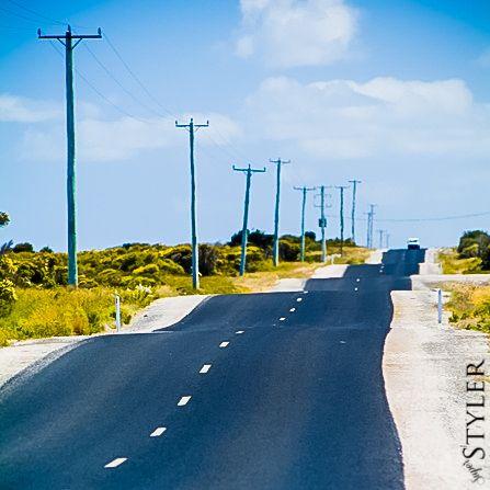 pofałdowana droga asfaltowa