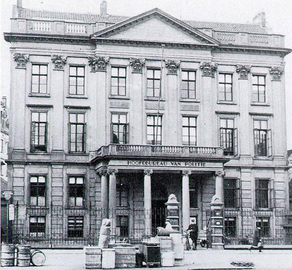 Het hoofdbureau van de politie aan het Haagseveer. Het deed tussen ongeveer 1900 en 1938 dienst. Voor die tijd was het gebouw een rechtbank, na die tijd werd er een nieuw gebouw betrokken. De foto en info is van dekunstclub.nl