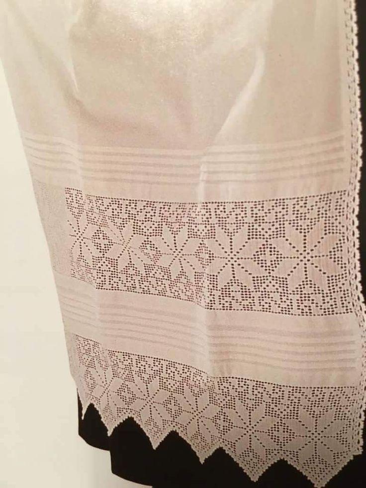 Jeg har deler til Fana og Hardangerbunad tilsalgs: - Skjorter - brodert i lin og montert i bomull - Forkle - brodert i lin og montert i bomull - Brystduk - med perler eller ullbroderi - Belte - med perler eller ullbroderi Skjortene har jeg i størrelse 38, 40, 42, 44. Forklene til Fanabunad er med hullfall. Selger deler til både Fana- og Hardangerbunad til en god pris! Fana: - Ferdig montert for...