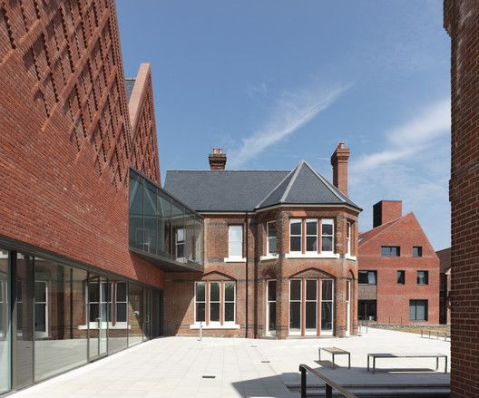 Brentwood School Study Centre and Auditorium,© Paul Riddle