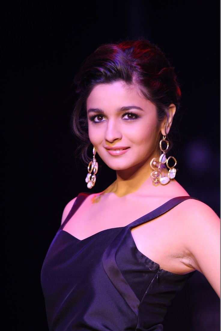 Alia Bhatt Showstopper for Abharan Jewellers at IIJW 2013.