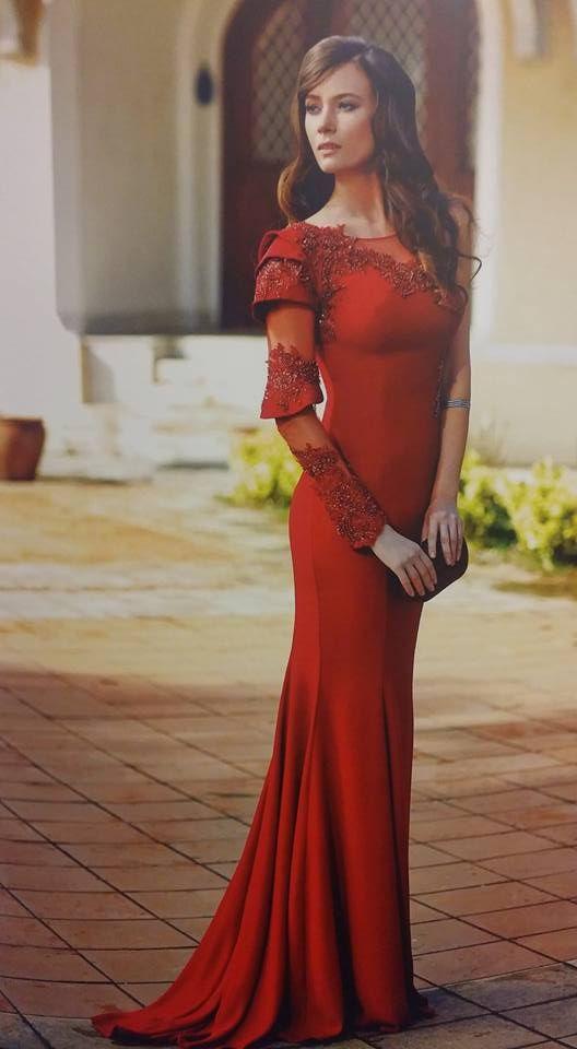 Robe libanaise rouge à manche