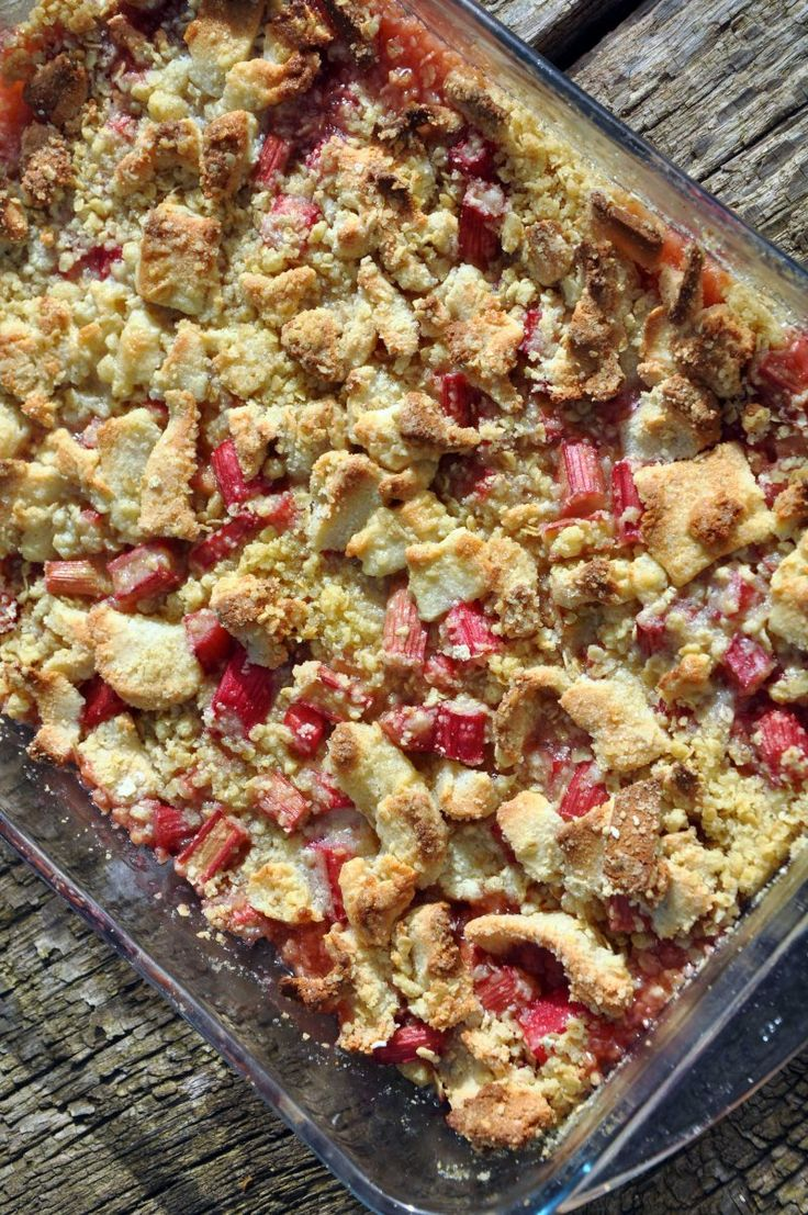 Rabarber crumble med marcipan chunks med billede opskrift vist 5764, printet 170. Lækkeri Danmark Bagværk