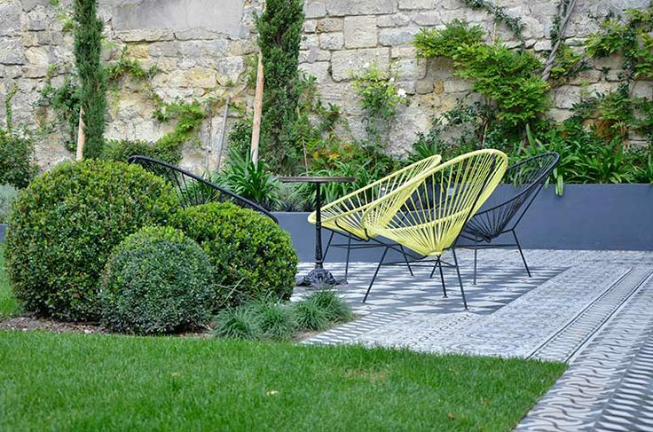 terrasse en carreaux de ciment bordeaux ent nicole joinau demercy exterieur po tique. Black Bedroom Furniture Sets. Home Design Ideas