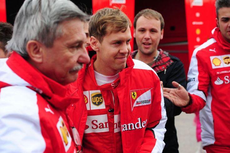Tudtam én, hogy Vettel nem kispályás ! http://www.vezess.hu/forma1/f1-vettel-duplazott-mclaren/58270/
