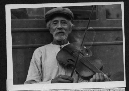 Jacenty Borsuk (ur. 1882 w Jędrzejówce) Ze strony: https://www.womex.com/virtual/folkers/various_artists/traditional_music_of/image/11362