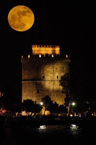 The Full Moon in bloom over the White Tower, the hallmark of the city #Thessaloniki #Salonica #Greece