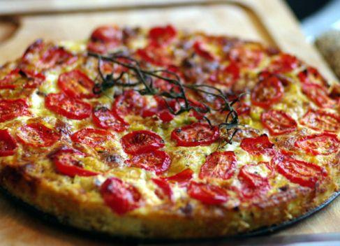Ugens opskrift: Tærte med forårsløg, cherry tomater og feta