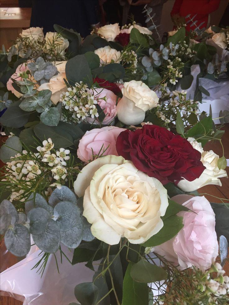 Floral centre pieces   #floralbouqet #weddingflorals #floralarrangement #bouqet #roses