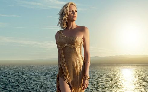 ディオールの「ジャドール」新フィルムで、シャーリーズ・セロンが新たな女性像を熱演!