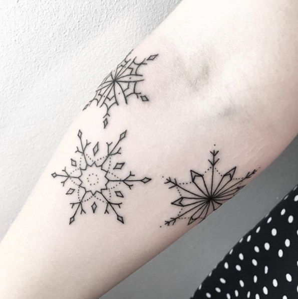 Simple blackwork snowflakes by Maria Fernandez