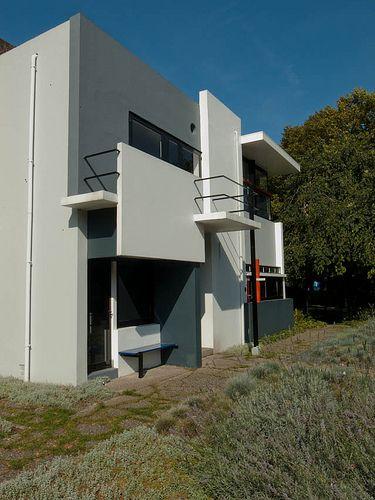 Schroder House - Rietveld - 1924 Esta casa é um dos exemplos da arquitetura De Stijl. Integração de industrial equipamento nos interiores.