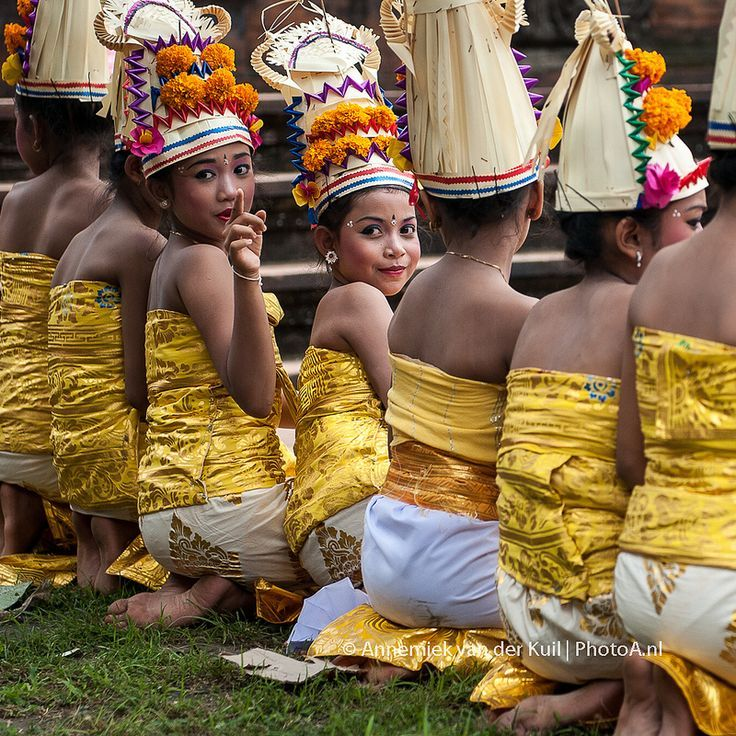 looking back Bali Rejang dewa kids dance: