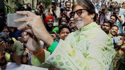 """@InstaMag - Megastar Amitabh Bachchan, who visited a college to launch the latest song """"Jeenay De Mujhe"""" from his forthcoming film """"Pink"""", was spotted interacting and taking selfies with students."""