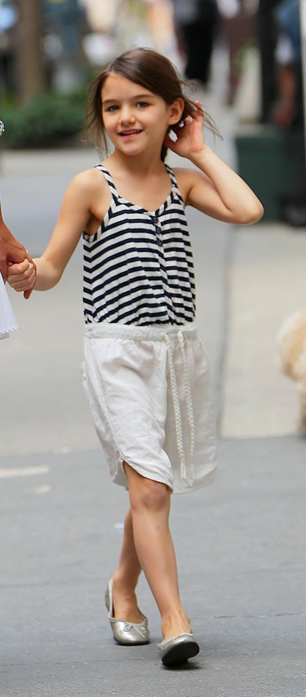 [PICS] Suri Cruise's Fashion Style -- The Best Dressed Kid's Cutest Outfits