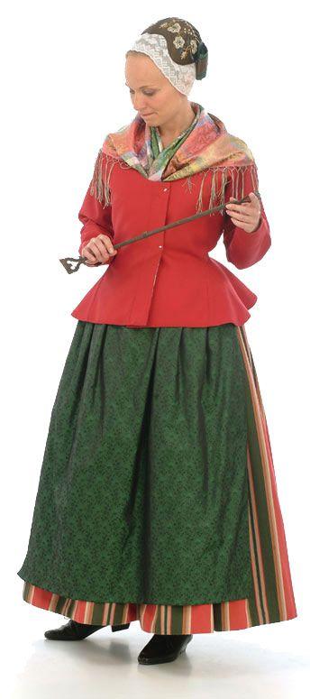 Uskelan kansallispuku. Uskela folk costume.