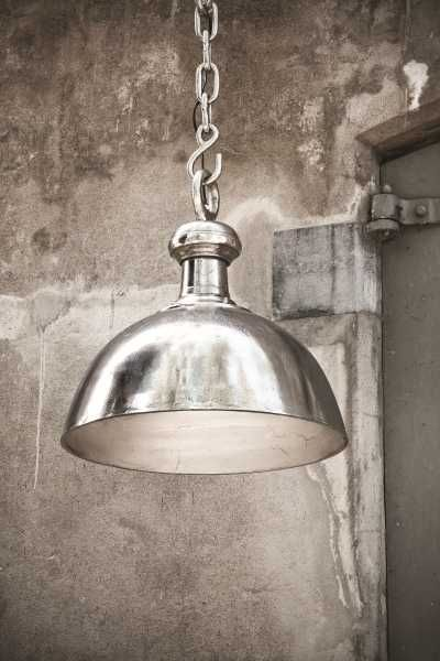 Rough aluminium lamp bowl L - PTMD mooi te combineren met de lifestyle-interior True Elegance stoffen lijn. Kijk op www.lifestyle- interior.nl