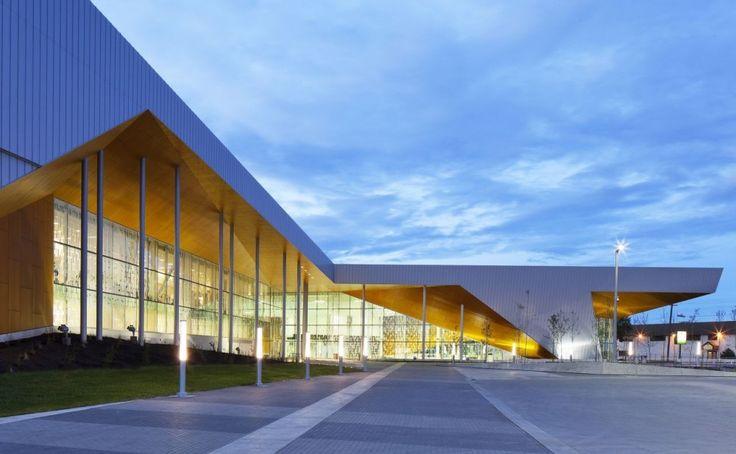 Centro Comunitario de Recreación Commonwealth / MacLennan Jaunkalns Miller Architects Commonwealth Community Recreation Centre / MacLennan Jaunkalns Miller Architects – Plataforma Arquitectura