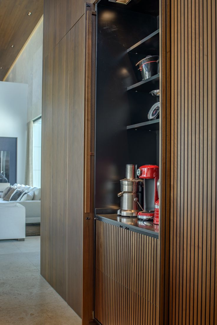 Linda Pol   Vonder   Keukenwand / roomdivider amerikaans noten