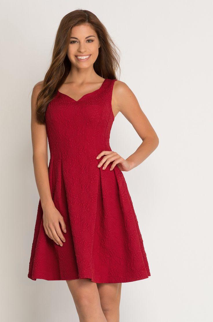 Rozkloszowana sukienka żakardowa