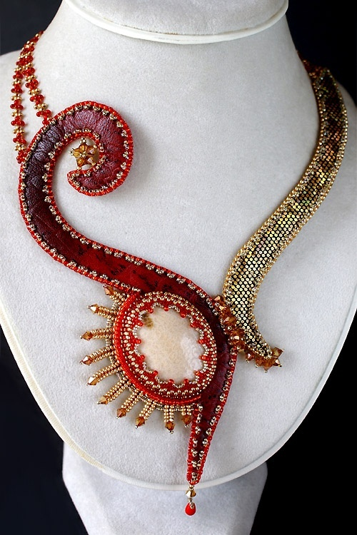 Beaded necklace- strange materials- but I pinned it for the interesting design