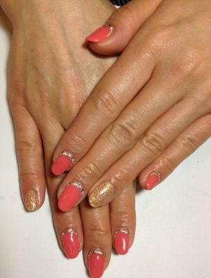 French Manicure Designs and Ideas - Learn to experiment with French manicure designs