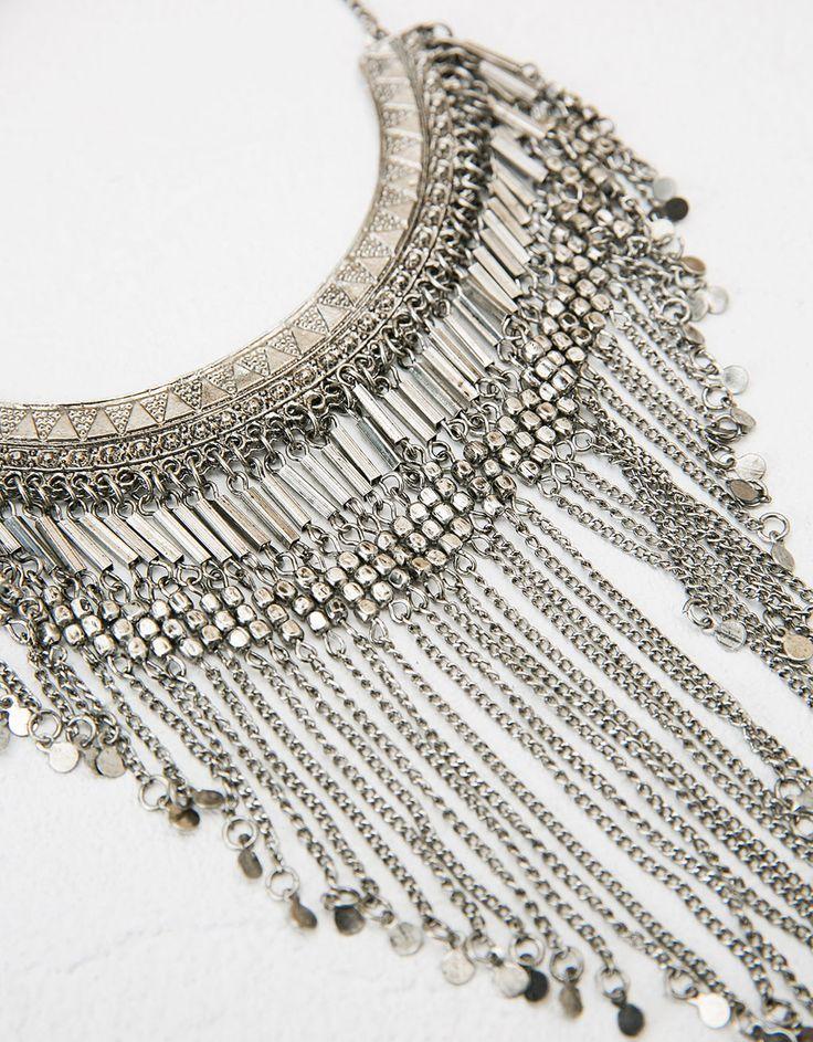 Collar bohemio cadenas. Descubre ésta y muchas otras prendas en Bershka con nuevos productos cada semana