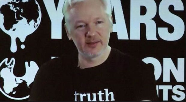 """Julian Assange has vowed that the world will be blown away by what WikiLeaks to about to expose in 2017. The whistleblowerdropped the bombshell before an interview with Fox News host Sean Hannity at theEcuadorian Embassy where he is living under political asylum.     WikiLeaks said, """"If you thought 2016 was a big WikiLeaks year, 2017 willblow you away"""" adding that """"a showdown is coming"""". Many believe this was a warning of a new shock bombshell that will be revealed in tonight's televised…"""