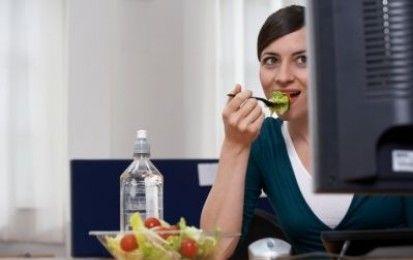 Il pranzo in ufficio: piatti facili e veloci - Vediamo invece come con un minimo di organizzazione è possibile pranzare bene e salutare sul luogo di lavoro, . Vi proponiamo le nostre ricette gustose e facili da trasportare e mangiare in contesti lavorativi, e tante idee per organizzare il vostro pranzo in ufficio.