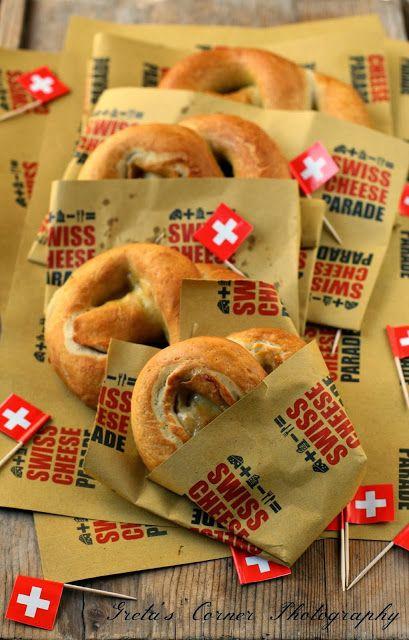 Pretzel ripieni di Sbrinz e Gruyere, l'originale idea del blog Greta's corner per la Swiss Cheese parade!
