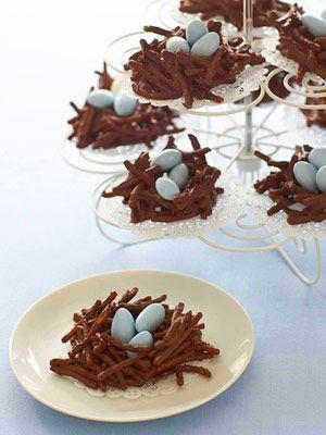I nidi di cioccolato con gli ovetti sono dei dolcetti di Pasqua carini e semplicissimi, sono perfetti per i bambini oppure come segnaposto il giorno di Pasqua