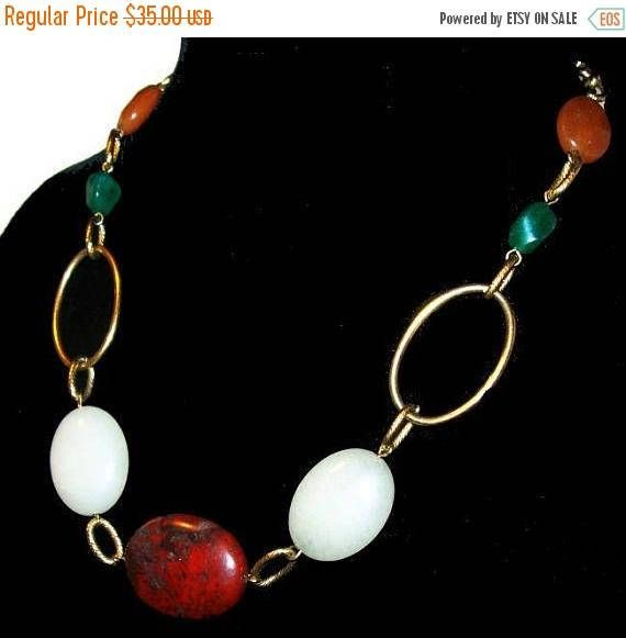 Red Agate Bead Necklace Green White Quartz Stones Gold Metal