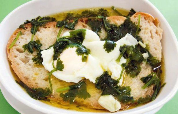 How to make Portuguese soup from Alentejo (Açorda Alentejana).