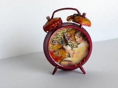 Altered alarm clock: Alarm Clocks Gotta, Art Crafts, Girls Reading, Art Alarm, Altered Object, Crafts Inspiration, Altered Art, Altered Alarm, Altered Clocks