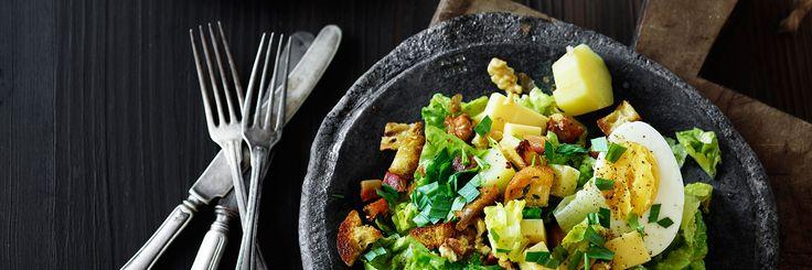 Salade Montagnarde er en fyldig bjergsalat og en del af det franske bistrokøkken. Få opskriften og mange andre på www.president.dk.