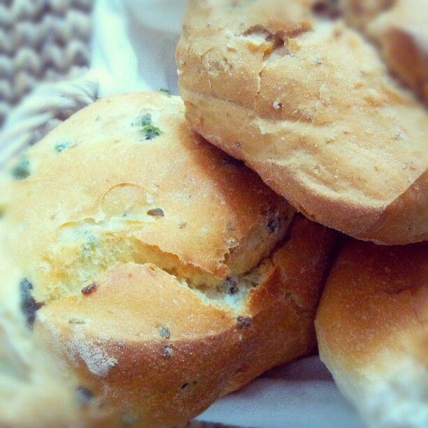 Pane croccante alle olive e alle noci