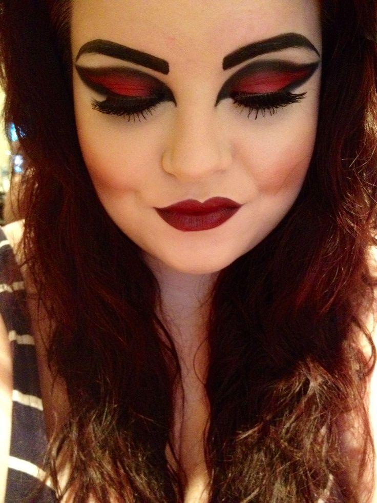 Vampire Halloween makeup - eyes