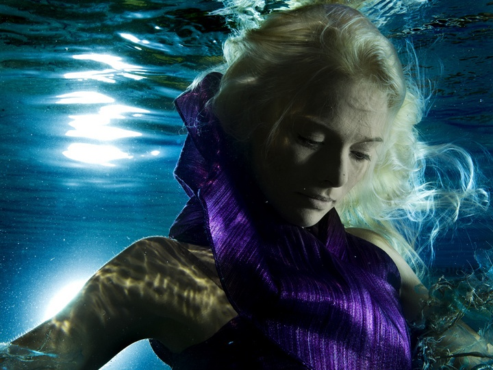 Underwater fashion shooting, Cirque de la Meer. Photo: Vivien Borzi, styling: Gabriella Parádi