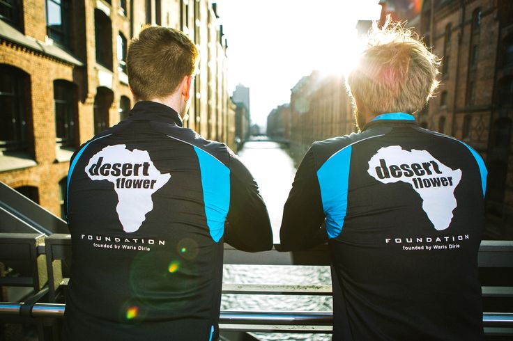Das Desert Flower Foundation Hamburg Marathon Team!  Interview mit Läufern, Daniel Loreck und Marcel Eckrodt aus Hamburg finden Sie hier:  http://www.desertflowerfoundation.org/de/2015/04/24/das-desert-flower-foundation-hamburg-marathon-team/